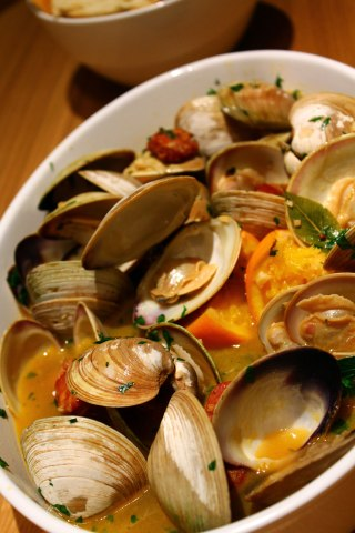 Clams-with-Chorizo,-Orange-and-White-wine